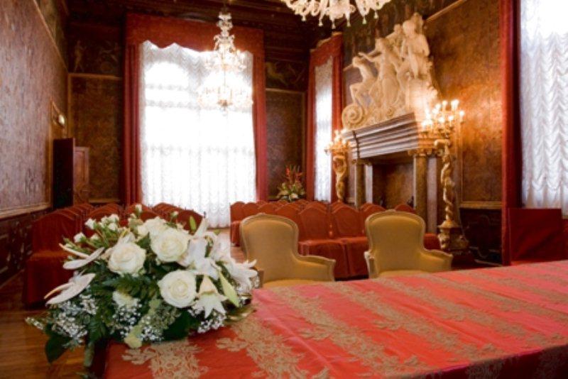 Matrimonio In Comune : Sala rossa del campidoglio roma the wedding italia