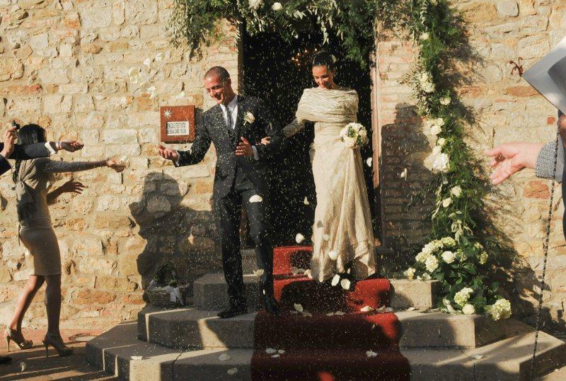Matrimonio Campagna Toscana : Sposarsi a castel monastero borgo medioevale nella toscana